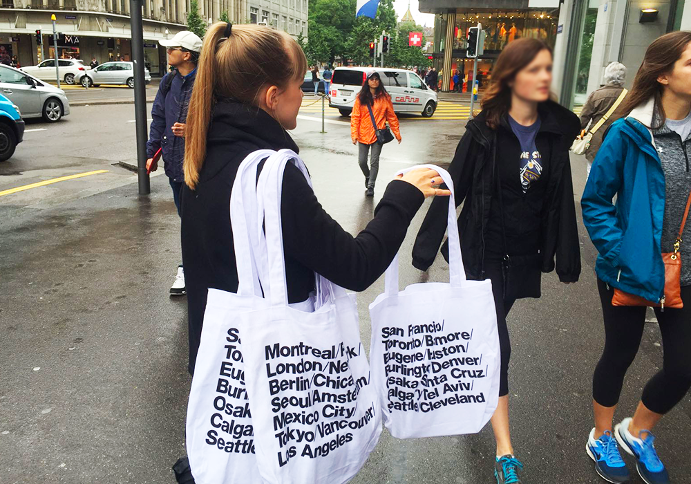 Photo-American-Apparel-Tote-bags-distribution-3