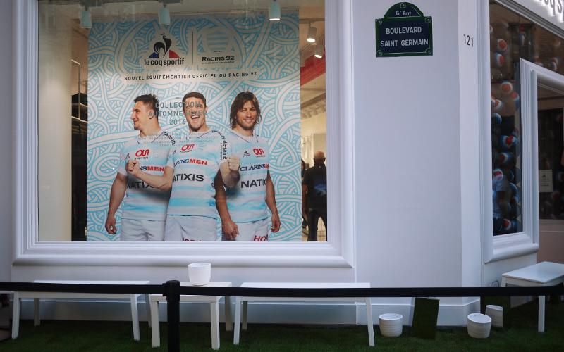 Article-Photo-Le-Coq-Sportif-Street-Marketing-Soirée-Shop-Light