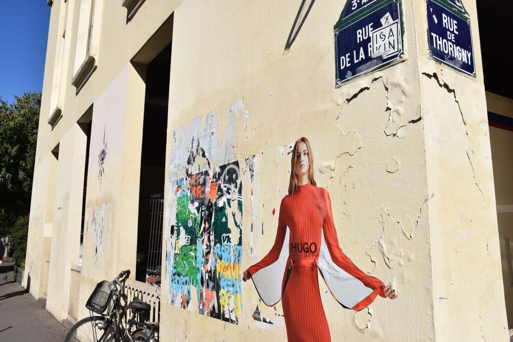HUGO_STICKERING_4 Rue de la Perle-01